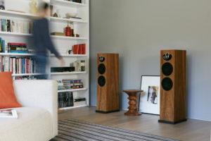 Linn Majik 140 High End Lautsprecher Boxen Kirschholz von vorne - High End Audio
